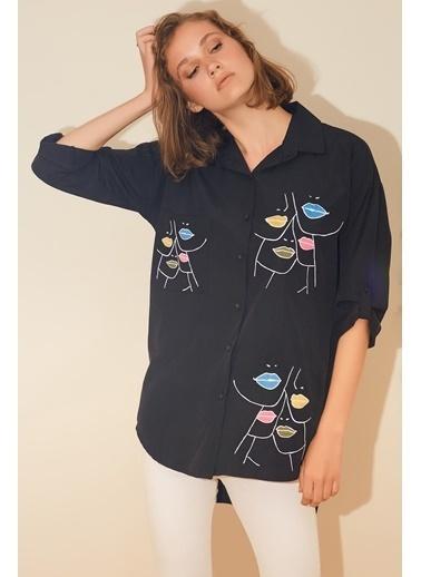 Reyon Dudak Nakışlı Kadın Gömlek Pudra Siyah